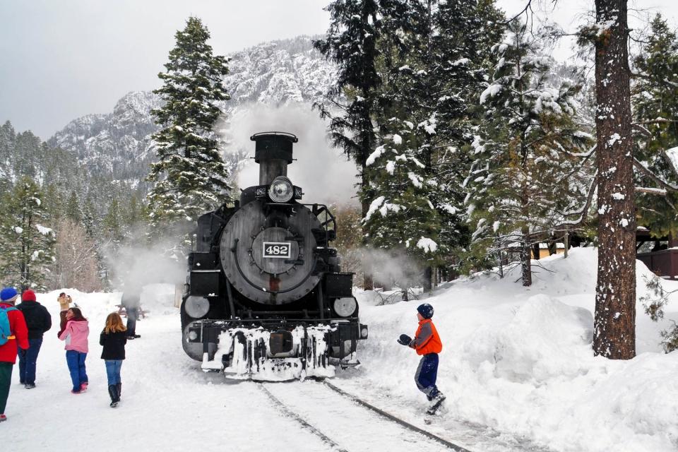 Kids train snow CCY web